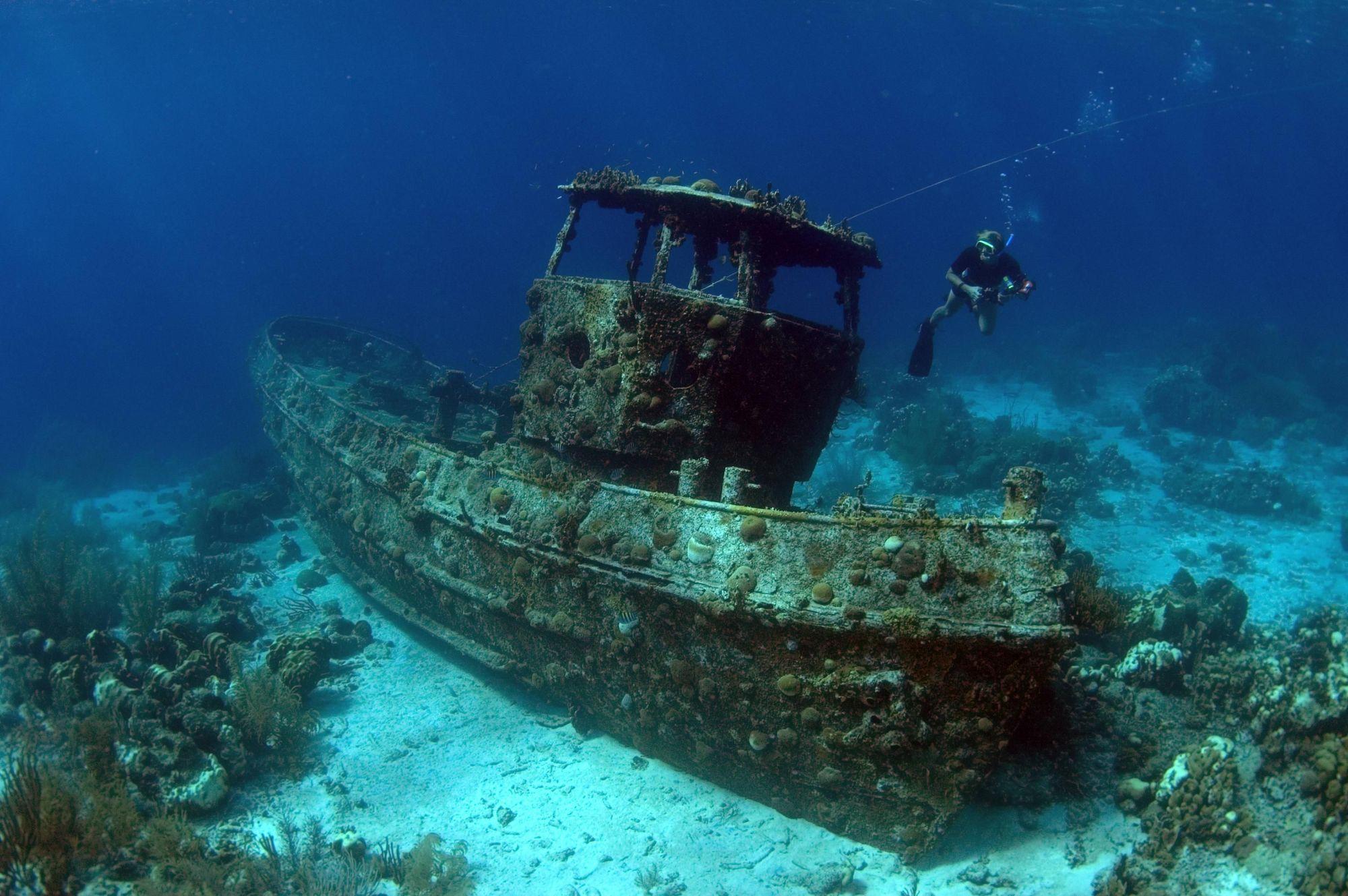 типа модели фотографии островов и затонувших на них катеров турецкой компании